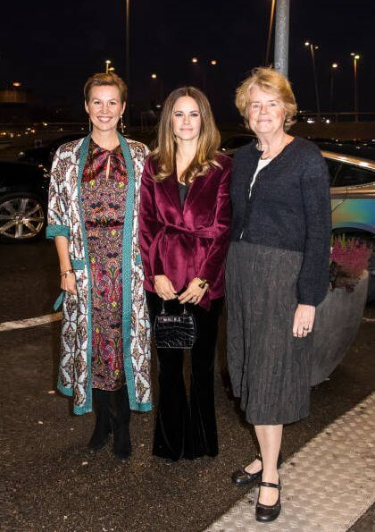Princess Sofia attended a event at Quality Hotel Friends. Tommy Hilfiger Zendaya tie waist velvet blazer