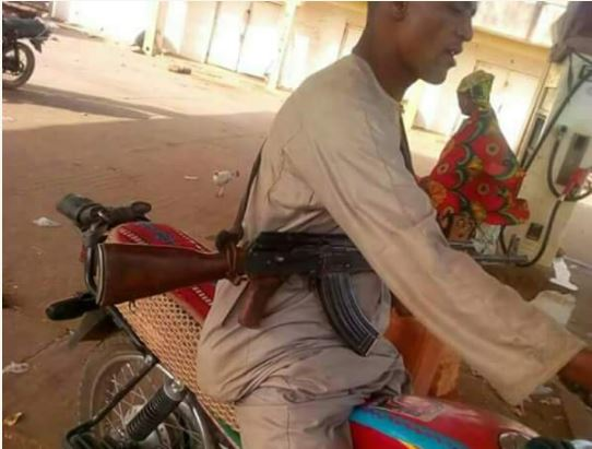 Suspected Herdsmen Seen Parading With AK47 Rifle Openly