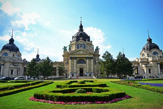 Ιαματικά Λουτρά Σέτσενι: (Szechenyi Bath)