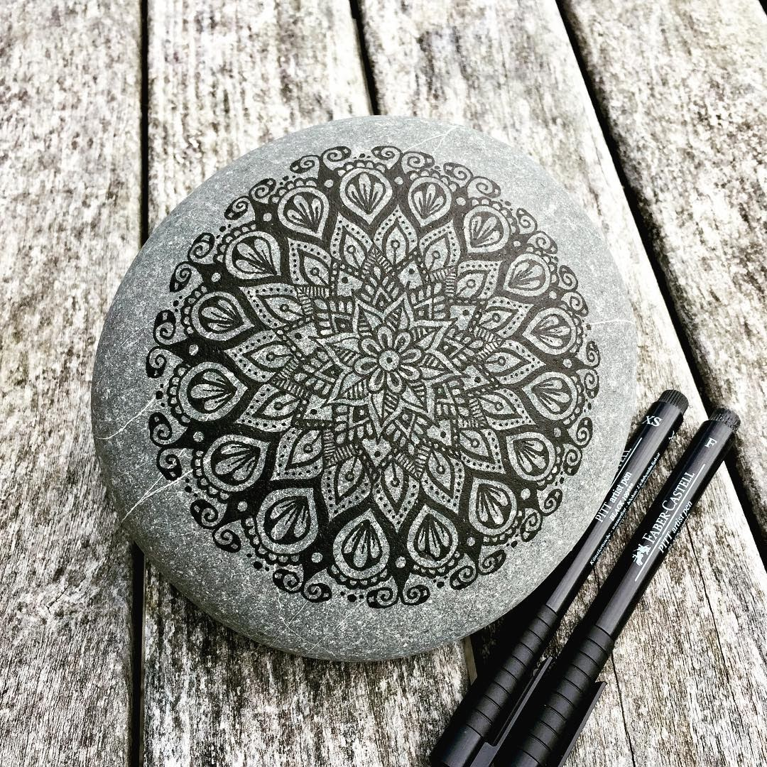 01-Mike-Pethig-Precise-Hand-Drawn-Stone-Mandala-Drawings-www-designstack-co