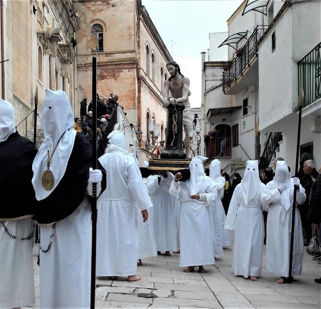 La statua che rappresenta Cristo alla Colonna nella processione dei Misteri a Castellaneta