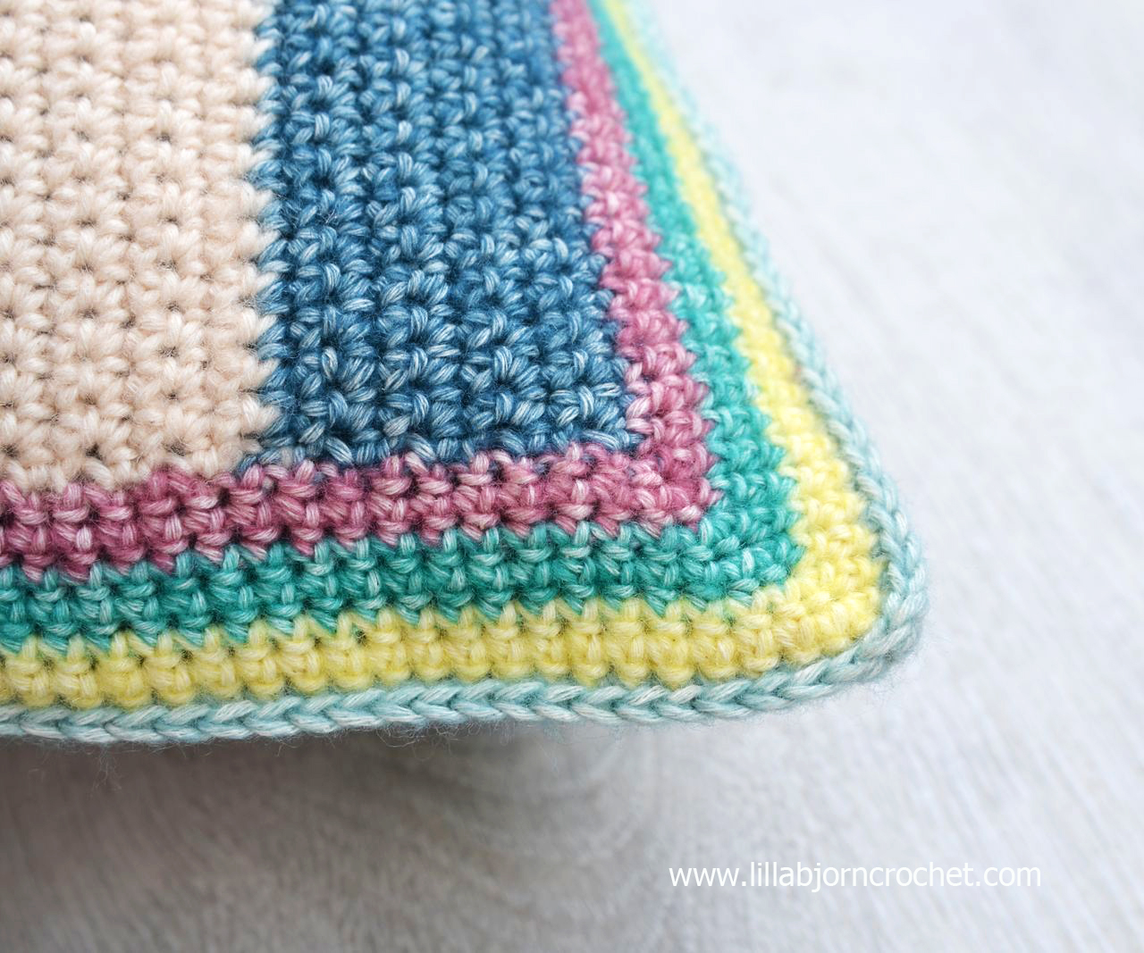 Tapestry Circles Pillow: free crochet pattern | LillaBjrn ...