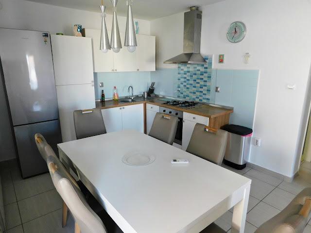 apartments bernarda, apartmani bernarda, jezera, murter, croatia, hrvatska, ljeto, summer, vacation, holiday, beach, plaža, kitchen, kuhinja