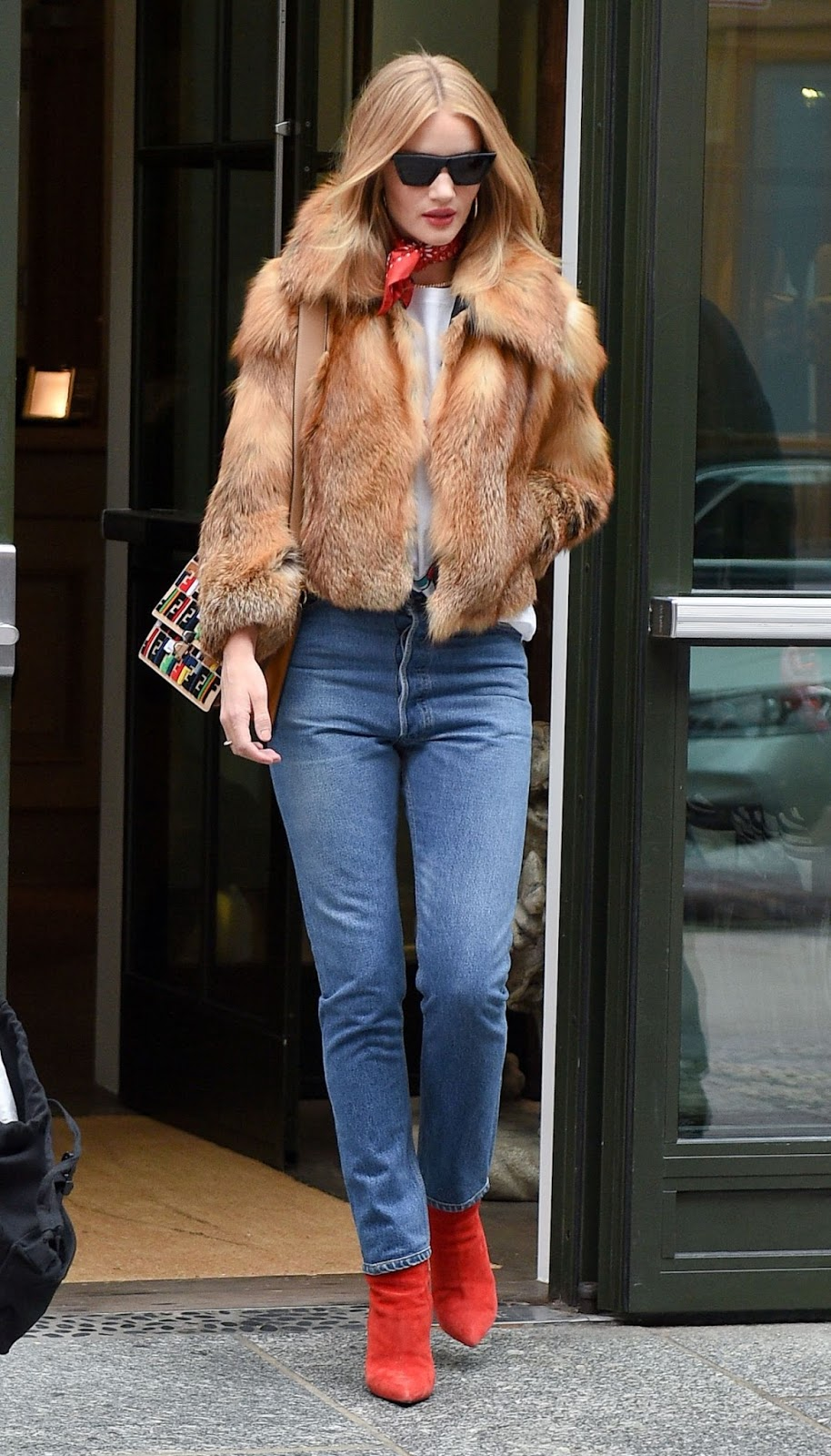 Rosie Huntington-Whiteley street style fashion photo