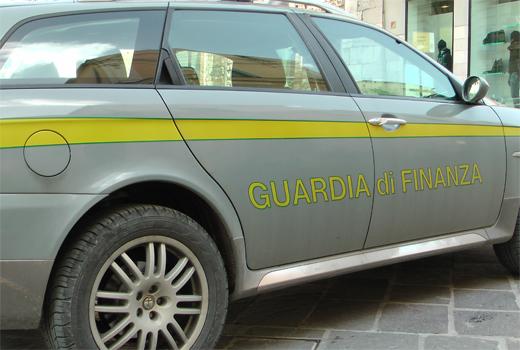 L'Italia dei furbetti: nel 2013 truffe e sprechi per 5 miliardi