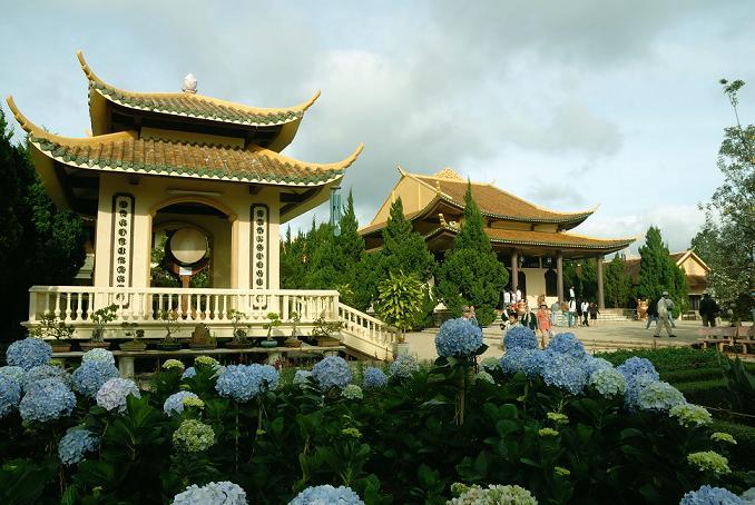 Thiền viện Trúc Lâm - Tour hot du lịch Nha Trang - Đà Lạt giá rẻ