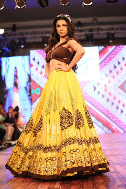 Divya Khosla Kumar Long Floor Length Skirt At India Beach Fashion Week 2016