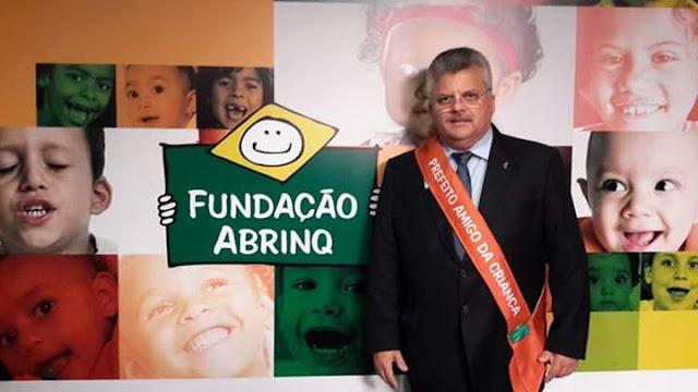 Em Brasília, o Prefeito de Pacatuba, Alexandre Magno Alencar, foi agraciado com o Prêmio Prefeito Amigo da Criança