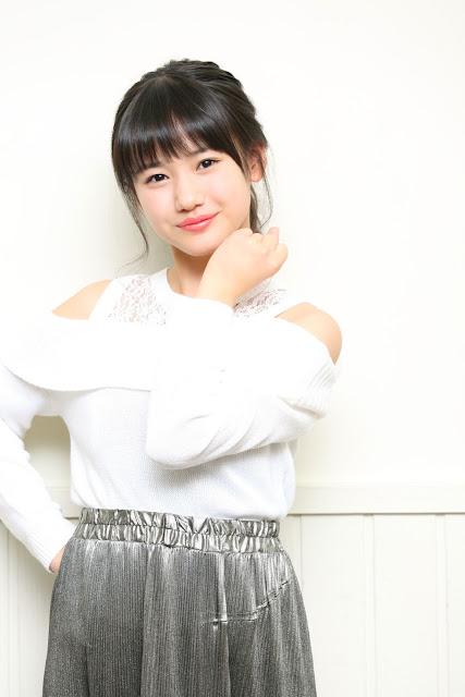 新曲発売記念のインタビューでの横山玲奈の衣装の画像