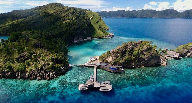 penginapan terapung Misool Eco Resorts papua