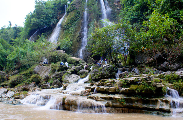 Panorama alami Air Terjun Sri Gethuk
