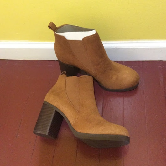Size 12 American Eagle Brown Suede Bootie (#1059)