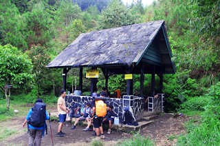 Blok arban jalur pendakian gunung apuy
