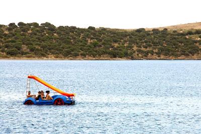 barca pedales orellana playa