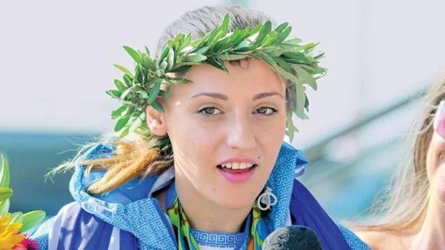Άννα Κορακάκη: «Αγόραζα μπλούζες και τύπωνα την ελληνική σημαία μόνη μου ώστε να φοράω τα χρώματα της χώρας μου στον αγώνα»