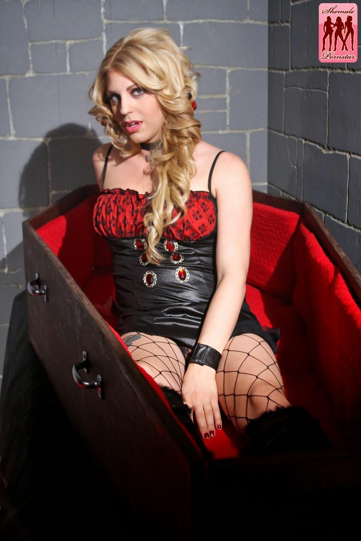 http://www.vampirebeauties.com/2015/04/vampiress-model-tyra-scott.html