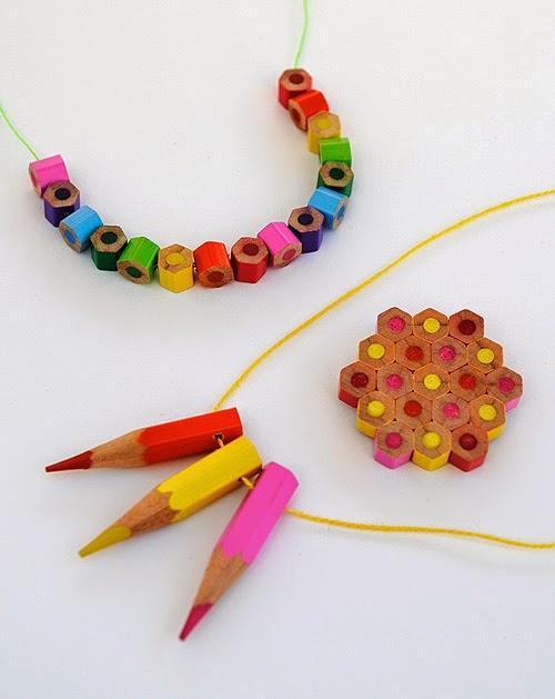 Creaciones con abalorios hechos de lápice de madera