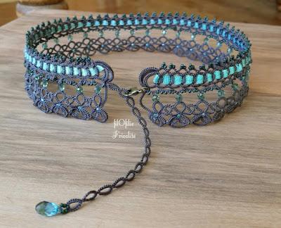 collier baroque bohème en frivolité avec ruban et perles