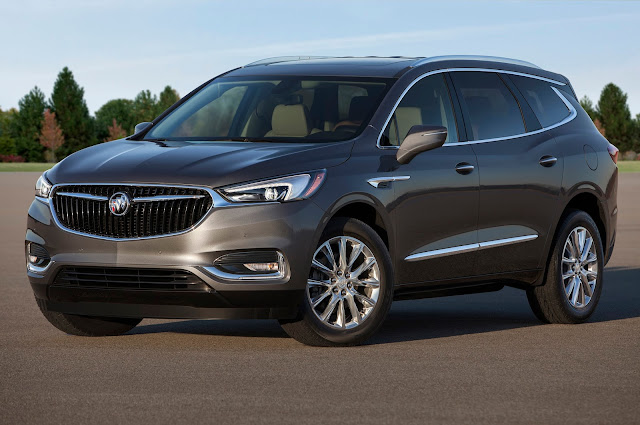 Front 3/4 view of 2018 Buick Enclave