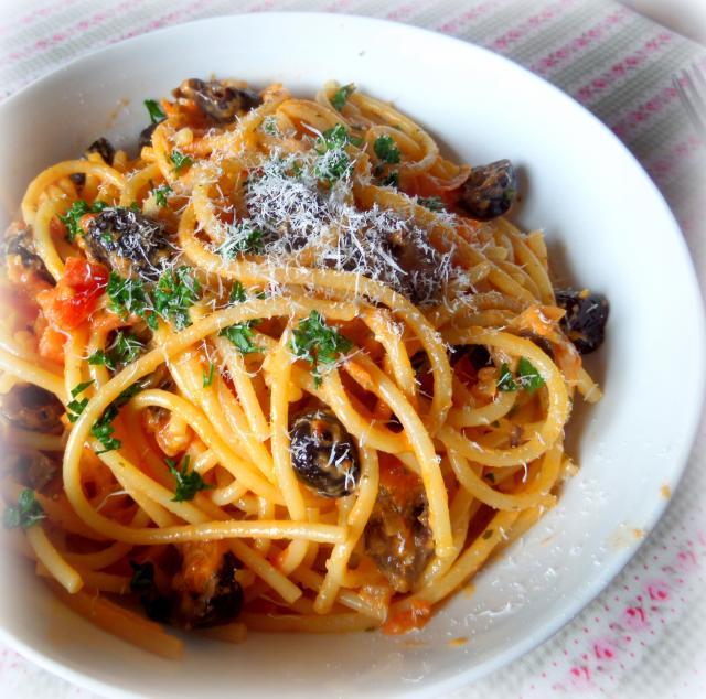 Fresh Tomato, Garlic & Olive Sauce