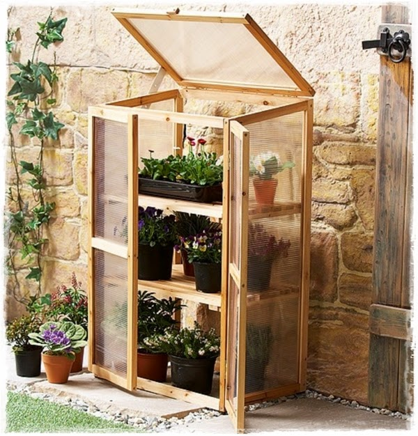 "<img src=""mini green house.jpg"" alt=""mini green house"">"