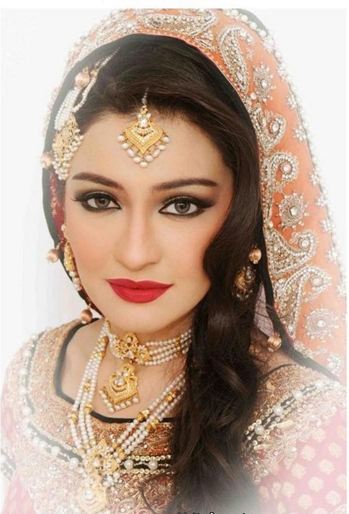 Bridal Makeup For Dark Skin: Bridle Mehndi Collection: Bridal Makeup Styles