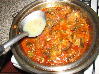 Adding snail stock to tomato stew