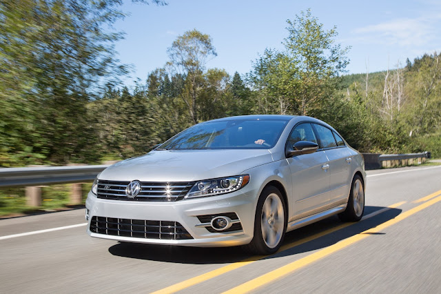 Front 3/4 view of 2017 Volkswagen CC Sport