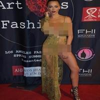 Lindsey Pelas e seu vestido revelador