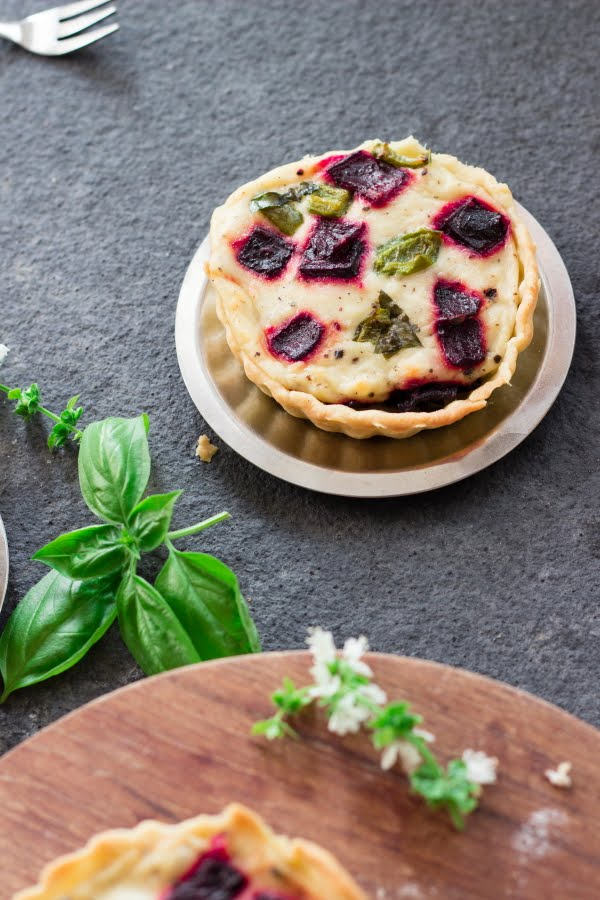 How to make eggless vegetarian beetroot and blue cheese quiche at www.oneteaspoonoflife.com