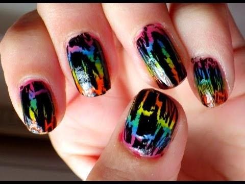 decoracion de uñas con cascaras de huevo, uñas decoradas de varios colores, materiales reciclables para decoración de uñas, como aprovechar