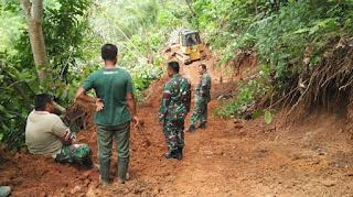 TNI Terobos Jalan Pegunungan