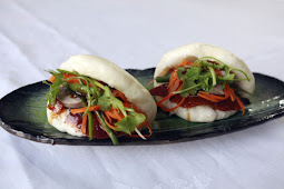 Peking duck with pickled carrots and daikon on steamed buns