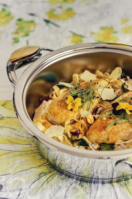 Piletina, sa kurkumom, na kremastoj pasti