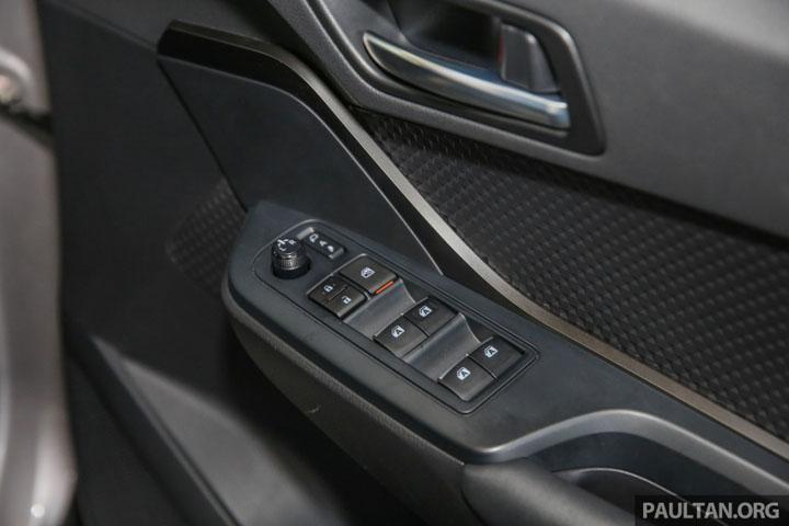 Gambar Bahagian Dalaman Toyota C-HR 2017