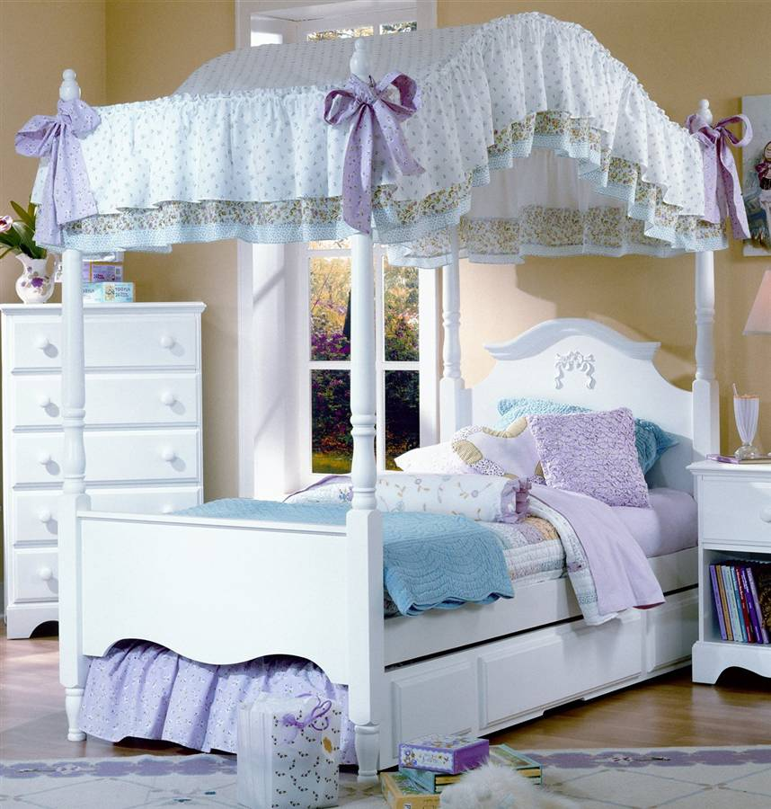 My writing corner canopy bed a z april blog challenge - Pictures of canopy beds ...