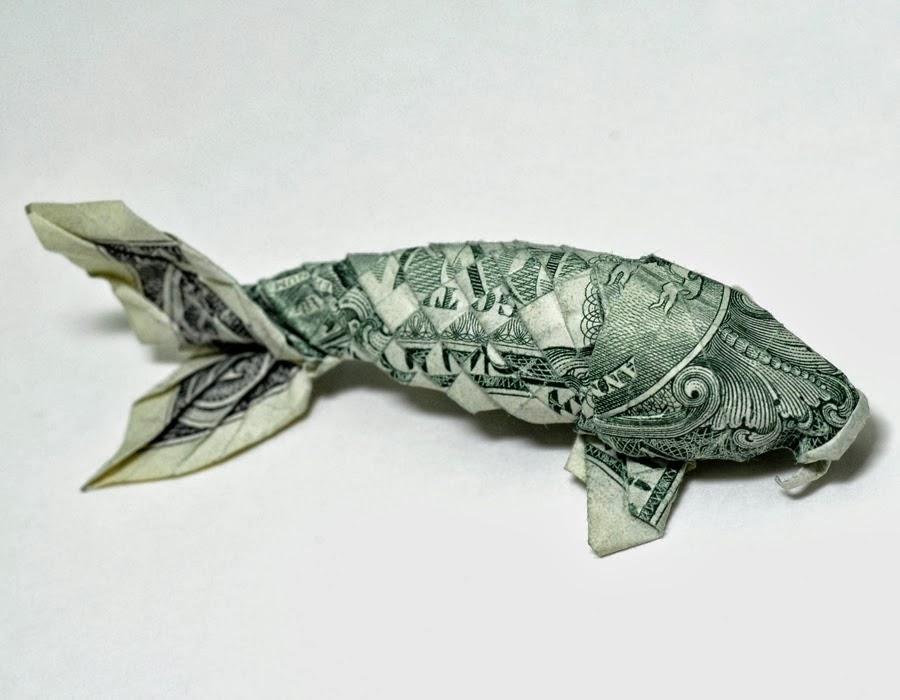 Pez carpa hecho con billetes