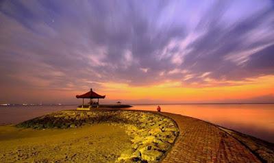 Pantai Sanur Bali. Sumber Poto initempatwisata.com