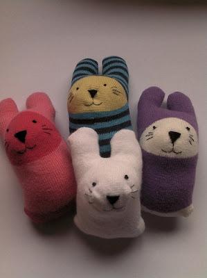 мягкая игрушка из носка для начинающих, мягкая игрушка из носка выкройки и схемы, мягкая игрушка из носка своими руками, мягкая игрушка из носка кошка, мягкая игрушка из носка своими руками заяц, мягкая игрушка из носка фото, зайчик, из носков, из трикотажа, из текстиля, зайчик из носков, для малышей, игрушки мягкие, зверушки, для детей, пасхальные игрушки, пасхальный заяц, шитье, http://handmade.parafraz.space/,Зайчик из носка (МК) http://prazdnichnymir.ru/