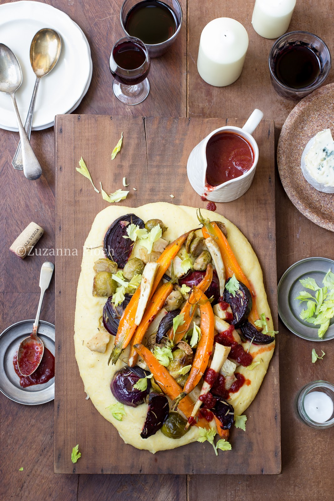 vegetables on cheesy polenta - food photography by Zuzanna Ploch, fotografia kulinarna