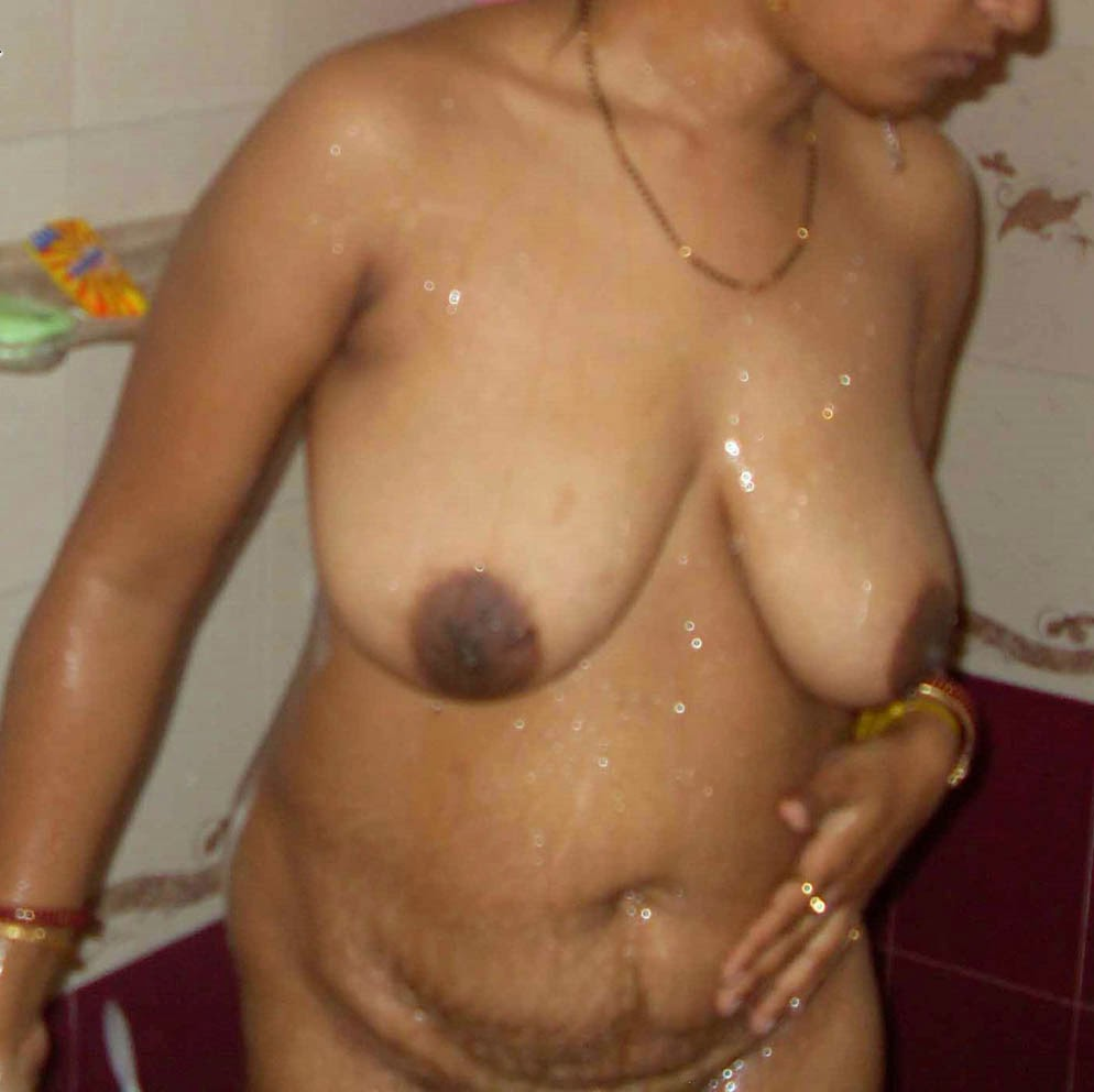 Desi Aunty Nude Bathing Photo  Hot Lesbians-5735