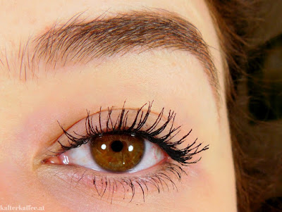 essence The False Lashes Extreme Volume & Curl Mascara application