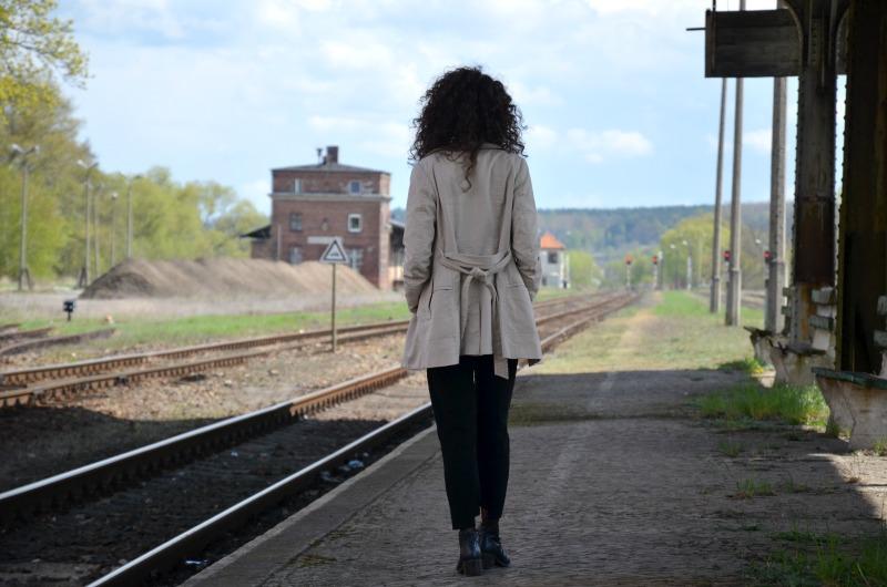trencz, kręcone włosy, buycheaplookfit, stacja krosno odrzańskie, fashion, moda, outfit