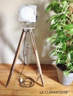 lampe vintage avec un trepied en bois