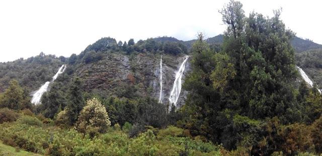 Cascadas de agua a la salida de La Junta, Chile
