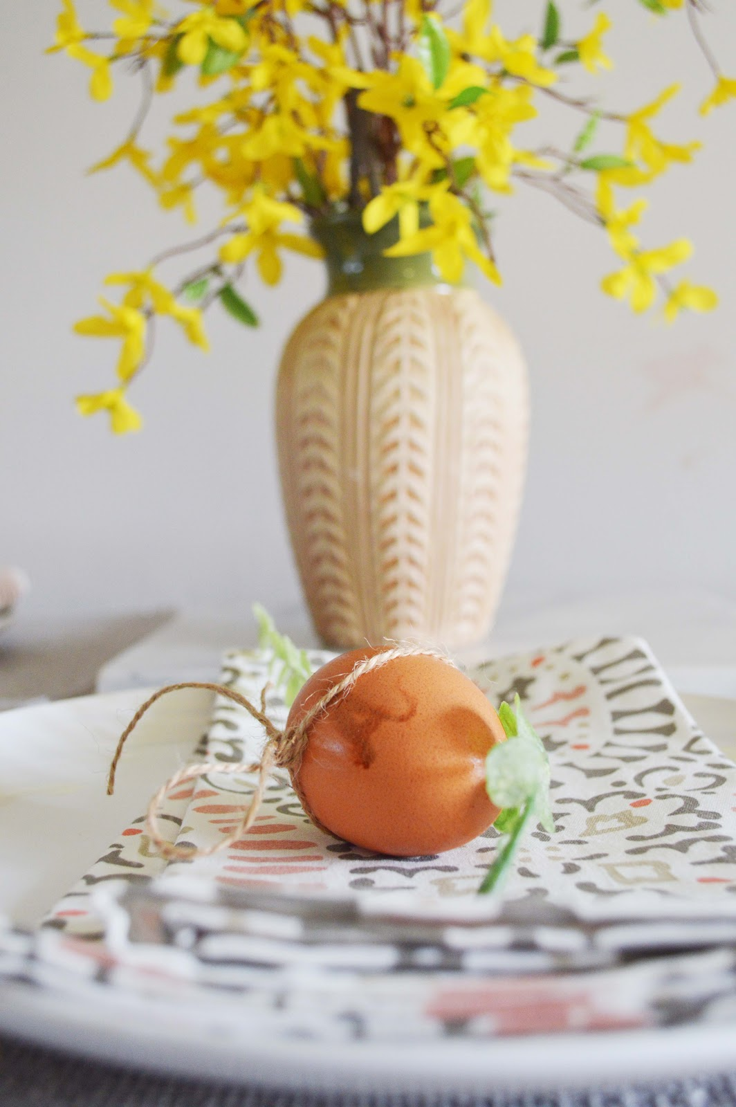 A very simple easter table