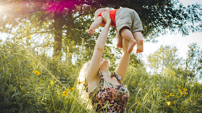 Kasih sayang seorang ibu kepada anaknya tidak akan pernah tergantikan dengan apapun