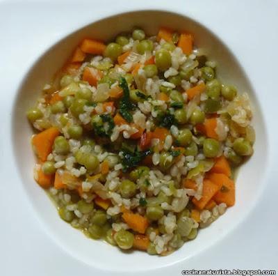 guiso saludable,comida natural,guiso vegetariano,arroz integral,arvejas,guisantes