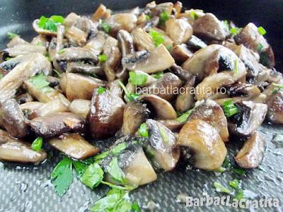 Ciuperci la cuptor cu usturoi in tava