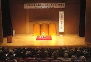 三遊亭楽春講演会「笑いの効果で心の健康づくり」の風景。